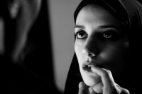 A GIRLS WALKS HOME ALONE AT NIGHT di Ana Lily Armirpour